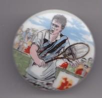Pin's A.M. En Porcelaine De Limoges Joueur De Tennis Réf 8126 - Tennis