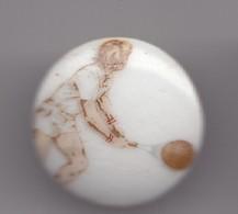 Pin's A.M. En Porcelaine De Limoges Joueur De Tennis   Réf 8153 - Tennis