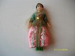 Poupée De Collection Afrique Du Nord Hauteur 19cms TBE - Dolls