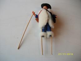 Poupée De Collection échassier Landais Hauteur 20cms TBE - Dolls
