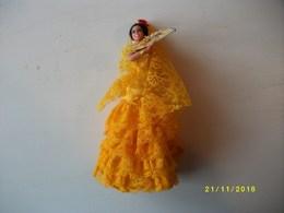Poupée De Collection L'espagnole Hauteur 19cms TBE - Dolls