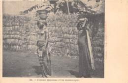 Niger - Ethnic / 01 - Femme Haoussa Et Sa Domestique - Niger