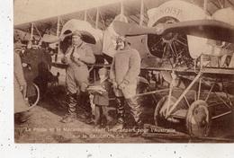 LE PILOTE ET LE MECANICIEN AVANT LEUR DEPART POUR L'AUSTRALIE SUR LE CAUDRON G-4 - Avions