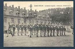 Armée Belge - La Parade De Garde - Infanterie , Grande Tenue - Régiments