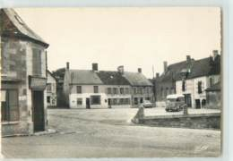 18860 - BEAURIEUX - CPSM - LA PLACE PUBLIQUE - France