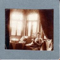 Petit Tirage Photo Carré Albuminé Cartonné Portrait De Tante Clothilde Au Salon - Foto's