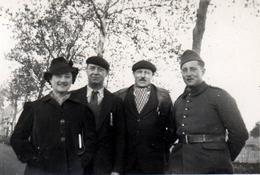 Photo Originales Guerre 1939-45 - Soldat Français Sur La Route De Limoges (Châtellerault) Le 04.11.1939 En Famille - Guerre, Militaire