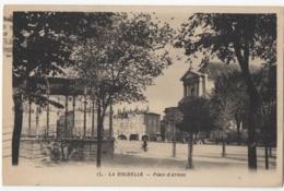 17 - La Rochelle - Place D'Armes - La Rochelle