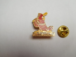 Superbe Pin's En EGF , Baseball , Les Cardinals De Saint-Louis - Baseball