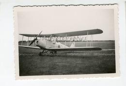 Aviation, Vue Sur Un Avion Prêt Au Décollage. Lieu Non Situé - Fotos