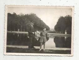 Photographie, 12 X 8.5 ,  VERSAILLES ,  Enfant , Homme , Casquette , Béret - Luoghi