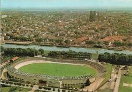 51 - REIMS - Vue Générale Sur Le Stade De Football Et Vélodrome Et La Cathédrale - Cpm - Vierge - - Reims