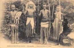 Ruanda Urundi / 04 - Guerriers Prêts Au Combat - Ruanda-Urundi