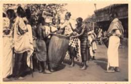 Ruanda Urundi / 13 - Le Roi Musinga Battant Le Tambour - Ruanda-Urundi