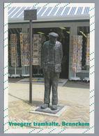 NL.- BENNEKOM. - Vroegere Tramhalte -. Bennekoms Boertje Wachtend Op Bello. Kunstenaar Adri De Waard - Sculpturen