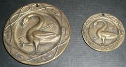 Lot De 2 Rares Plaques De Serrure ?? Médaille Bronze, Décor Cygne, Anne De Bretagne Claude De France - Plaques Publicitaires