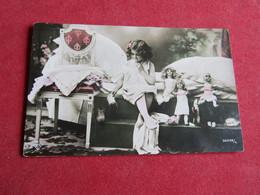 Enfant Jouant Avec Des Poupées,Children Playing With Her Dolls - Juegos Y Juguetes