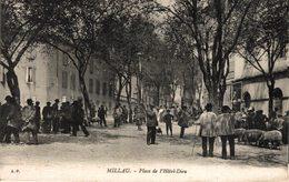 28-2019  MILLAU   PLACE DE L HOTEL DIEU - Millau