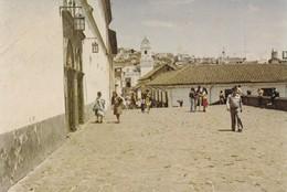 QUITO, ECUADOR, ATRIO DE LA PLAZA SAN FRANCISCO, AL FONDO LA IGLECIA LA MERCED, PG- VOYAGEE CIRCA 1987 - BLEUP - Ecuador