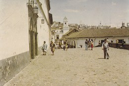 QUITO, ECUADOR, ATRIO DE LA PLAZA SAN FRANCISCO, AL FONDO LA IGLECIA LA MERCED, PG- VOYAGEE CIRCA 1987 - BLEUP - Equateur