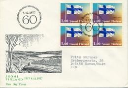 1977 , FINLANDIA ,   YV. 783 BL / 4 , SOBRE DE PRIMER DIA , BANDERAS , 60 ANIV. DE LA INDEPENDENCIA - Finlandia