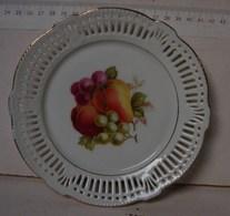 Lot. 994. Magnifique Petit Plat à Biscuits En Faïence Blanche Décoré De Fruits - Boch (BEL)