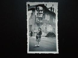 """2 PHOTOS ORIGINALES Baume - Les - Dames En 1947 Doubs  Bourgogne - Franche - Comté France Touristes Pancarte """"Besançon"""" - Baume Les Dames"""