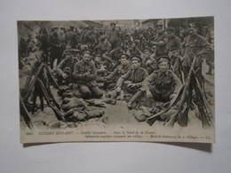 Guerre 1914-18. Conflit Européen Dans Le Nord De La France Infanterie Anglaises Occupant Un Village. - Guerre 1914-18
