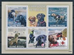 D - [401083]Guinée-Bissau 2009 - Labrador Retriever, Chiens, Croix-Rouge - Hunde