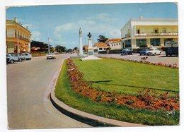 MONTALIVET LES BAINS --1968 -- Place (restaurant,monument,voitures Dont Citroen Et Peugeot) - France
