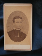 Photo CDV Sans Mention Photographe  Portrait Jeune Religieux, Curé, Abbé  CA 1880 - L413 - Photos