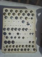 Planche De 60 Boutons Infanterie Divers Cavalerie Et 1 Pins - Buttons