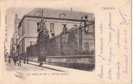 TROYES  La Grille De L'Hôtel Dieu Petite Animation - Troyes