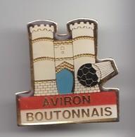 Pin's Club De Football Aviron Boutonnais Tonnay Boutonne En Charente Maritime Dpt 17 Réf 3764 - Ciudades