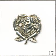 Pin's Institutions - Ordre De La Courtoisie Française. Non Estampillé. Métal Chromé. T628-17 - Administrations