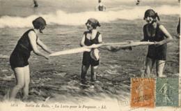 Baigneuses - Sortie De Bain - La Lutte Pour Le Peignoir - C 3226 - Cartes Postales