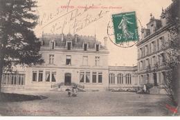 ESSOYES  Château Heriot  Cour D'honneur Petite Animation - France