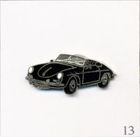 Pin's Automobile - Volkswagen / Modèle Coccinelle - Ancien Modèle Noir Décapotable. Non Estampillé. EGF. T633-13 - Volkswagen