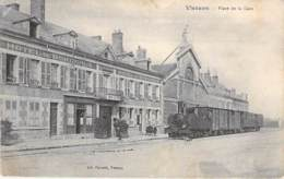 18 - VIERZON Place De La Gare ( Bon Plan Locomotive à Vapeur ) CPA - Cher ( BERRY ) Train Zug Trenes Bahn Trein Treni - Vierzon