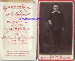 Dos De CDV Guéret-photo Bastier De Mussac-garçon élégant-photo Bombée Vers 1880 - Photos