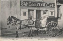 LE CAFE DE LA FEMME A BARBE - MME DELAIT EN PROMENADE EN CALECHE - SUPERBE 1ER PLAN -, CACHET DE MME DELAIT EN  1904 - 2 - Thaon Les Vosges