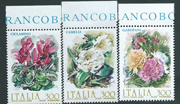 Italia 1982; Fiori D' Italia: Garofani, Camelie, Ciclamini. Serie Completa Di Bordo Superiore. - 6. 1946-.. Repubblica