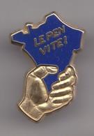 Pin's Doré à L'or Fin  FN Front National  Le Pen Vite Carte De France De Couleur Bleue Tenue Dans Une Main Réf 8031 - Pin's
