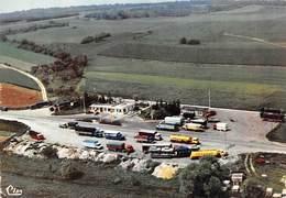 D-19-370 : VOID  RELAIS ROUTIER AUX GARS DE LA ROUTE  VUE AERIENNE. CAMIONS. - France
