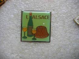 Pin's L'Alsace: 1 Kougelopf Et 2 Verres De Vin Blanc! - Food