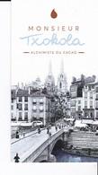 SACHET CONTENANT LA CARTE PUBLICITAIRE (8.5x4.7cm) D'UN CHOCOLATIER DE BAYONNE(ville Du Chocolat)+VÉRITABLE FÈVE - Chocolat