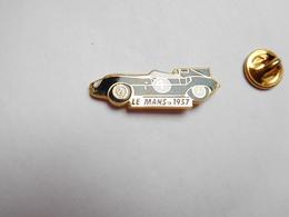 Superbe Pin's En EGF , Auto Jaguar D-Type , Course 24 Heures Du Mans 1957 , Le Mans , Sarthe - Jaguar