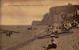 76 - ETRETAT - Sur La Plage à L'heure Du Bain - Etretat