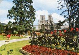 50 - AVRANCHES - Le Jardin Des Plantes Et La Cathédrale - Avranches
