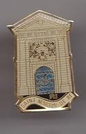 Pin's R.I Saint Martin De Ré  En Charente Maritime Dpt 17 Réf 8341 - Villes